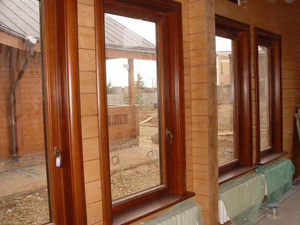 Дървен прозорец