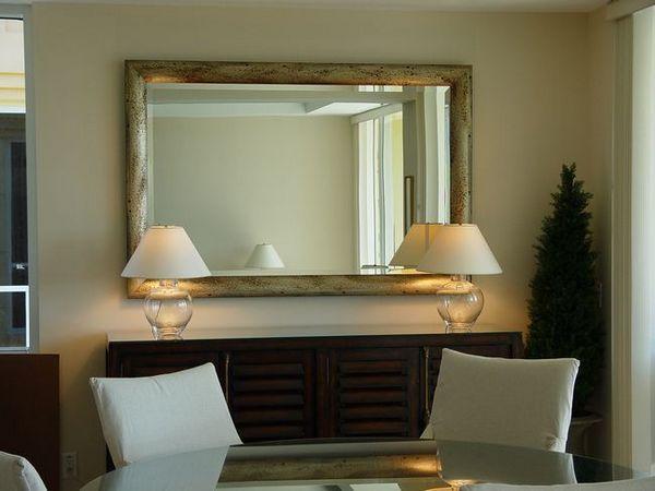 Изберете огледало в стената на коридора