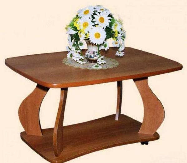 Холна маса с цветя