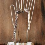 Снимка 42: Закачалка за бижута от тел