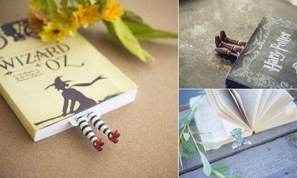 Забавни отметки, подобни на малките крака на литературните символи, излизащи между страниците