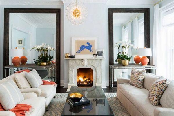 Огледала във вътрешността на дневната, за да се разшири пространството