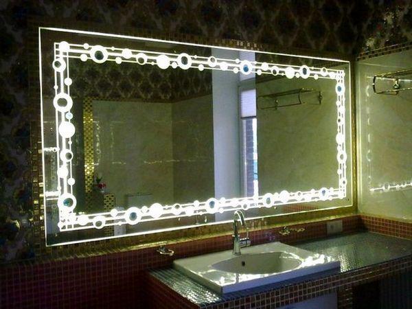 огледало за баня с декоративно осветление