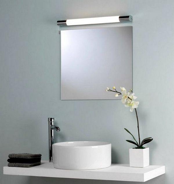 Огледало в банята с външна светлина