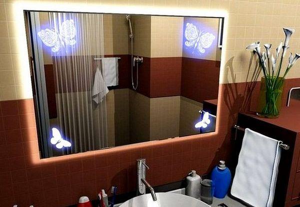 Огледало в банята с декоративно осветление