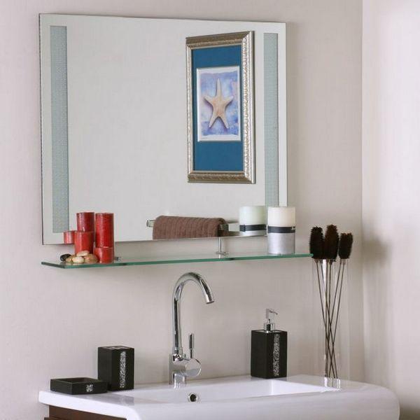 огледало в банята с рафт